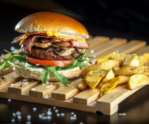 bacon-mushroom-burger-mosxarisio