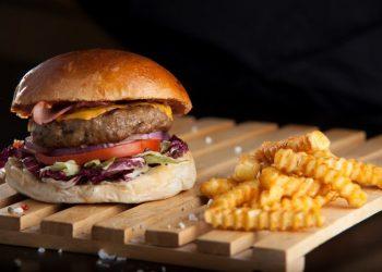 deluxe-burger-mosxarisio