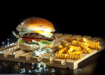 take-it-cheesy-burger-mosxarisio
